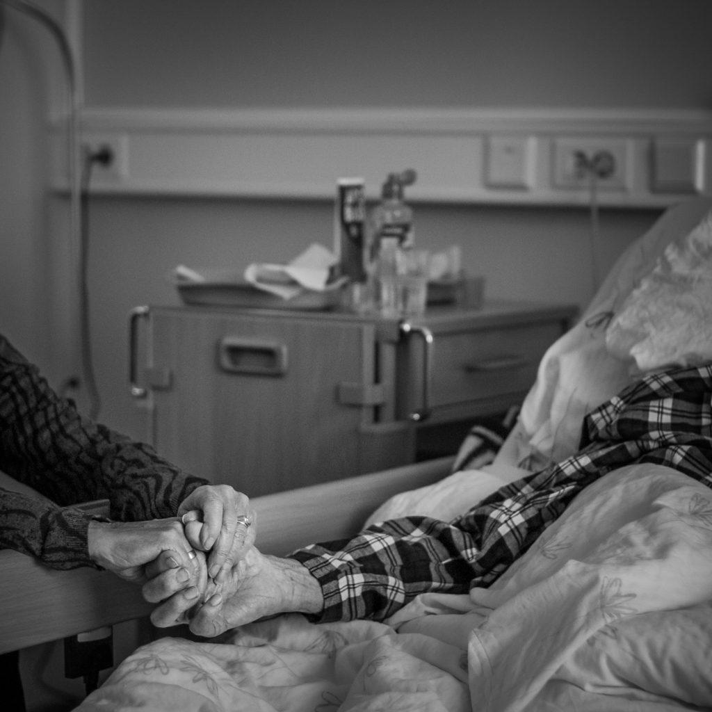 """Foto: © Leif Erling Aasan, """"Til døden skiller oss ad""""."""