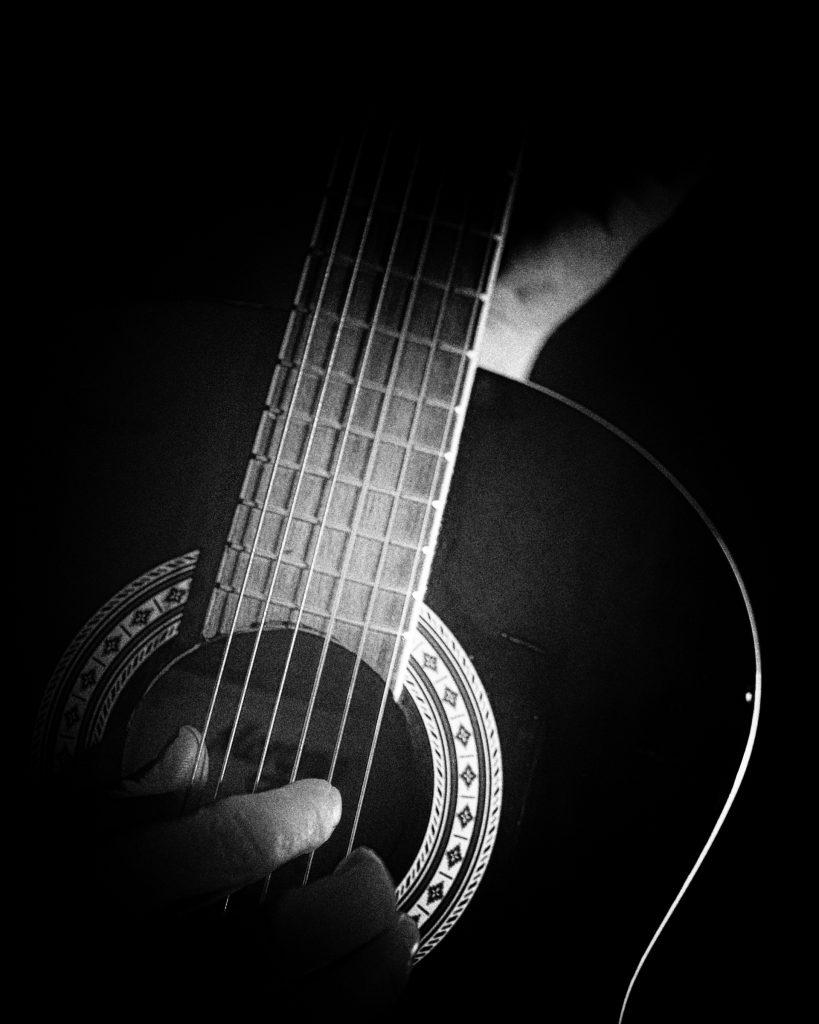 """Foto: © Roar Bech, """"Playing My Guitar"""""""