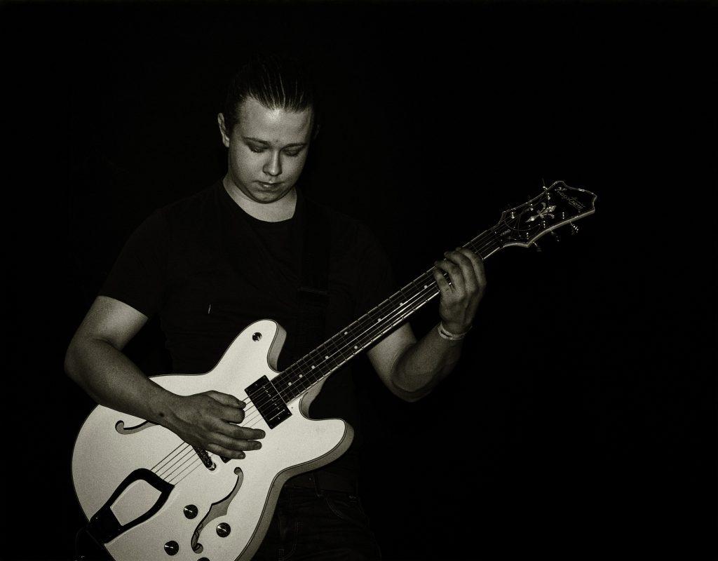 """Foto: © Eva Frisnes, """"Gitaristen"""""""