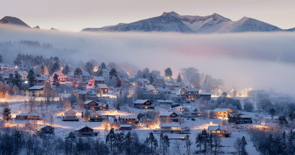 """Foto: © Magnar Fjørtoft, """"Kald januarmorgen med varme farger"""""""